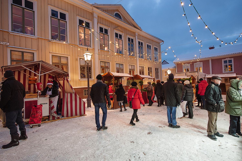 Julmarknad i trästäderna